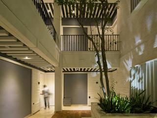C57-4 Pasillos, vestíbulos y escaleras modernos de Boué Arquitectos Moderno