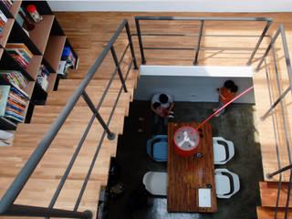 House toward Sky 鍾宅 现代客厅設計點子、靈感 & 圖片 根據 構築設計 現代風