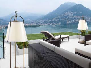 Lampada da terra per esterno in ottone anticato Caprifogli di Aldo Bernardi:  in stile  di Viadurini