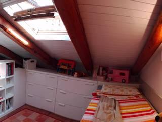 mansarda: Camera da letto in stile  di TU.LAB, Moderno