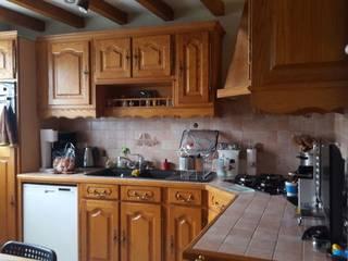 Relook d'une cuisine rustique:  de style  par Nuances déco