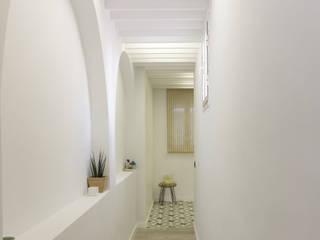 Pasillos, vestíbulos y escaleras escandinavos de emmme studio Escandinavo