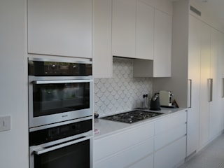 Redstone Road - Crouch End, London:  Kitchen by A2studio,