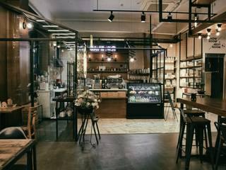 CAFE MIR 카페 인테리어: im100 communications의  상업 공간