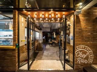 Restaurantes de estilo  por im100 communications, Moderno