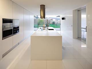 Valongo House: Cozinhas  por CNLL,Moderno