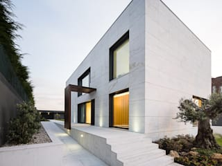 Silvalde House: Casas  por CNLL,Moderno