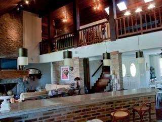 Salas/Recibidores de estilo rural por CABRAL Arquitetos