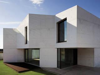 Braga House: Casas  por CNLL