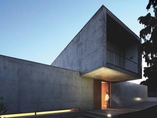 Padre Bote House: Casas  por CNLL,Minimalista