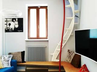 Floating Stairs: Scala Salvaspazio Sospesa da Terra: Ingresso & Corridoio in stile  di Dima snc di Maiocchi Dario e c.