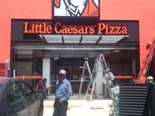 Fachadas Litlle Caesar´s Pizza LTC: Restaurantes de estilo  por ALFIN EN MÉXICO