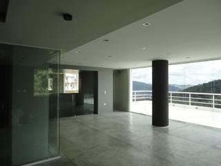 Casa en El Hatillo Salas de entretenimiento de estilo minimalista de MARATEA estudio Minimalista