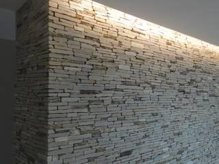 Salón principal Salones minimalistas de MARATEA estudio Minimalista Piedra