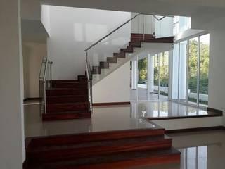 REMODELACION DE INTERNA Y FACHADA:  de estilo  por MODERN ARCHITECTURE