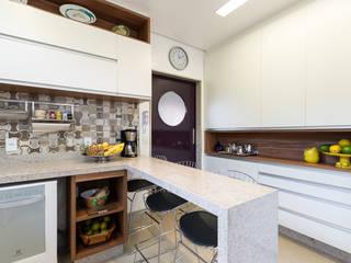 Casa em condomínio fechado - Bairro Copacabana/BH Cozinhas modernas por Mímesis Arquitetura e Interiores Moderno