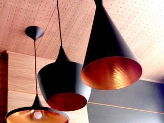 Alhambra Guitarras: Espacios comerciales de estilo  de Pilar Molina