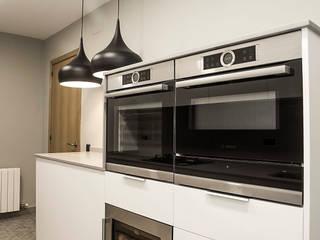 Grupo Inventia Cocinas de estilo moderno Metal Metálico/Plateado