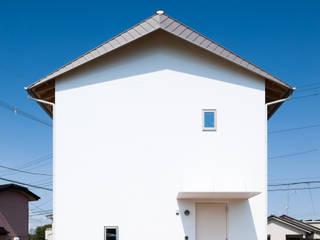 無光熱費住宅 ミニマルスタイルの 玄関&廊下&階段 の 加藤裕一 / KSA ミニマル