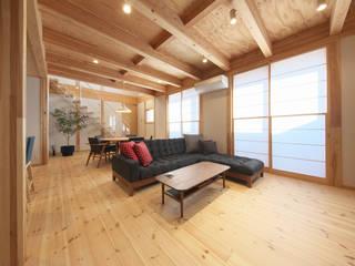 木と鉄骨階段の家: 八木建設株式会社が手掛けた現代のです。,モダン