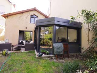 Véranda contemporaine Véranda Rideau: Jardin de style  par Caroline Charvier Architecture
