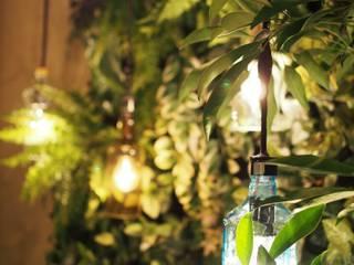 スポーツバーのプライベートガーデン: Garden & Landscape Design 風姿花伝が手掛けたバー & クラブです。,モダン