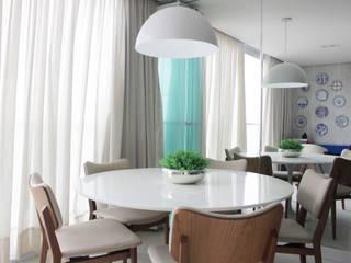 Apartamento Expresso 2222: Salas de jantar  por Studio MAR Arquitetura e Urbanismo,Moderno