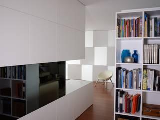 Couloir, entrée, escaliers minimalistes par Criat Unipessoal Lda Minimaliste