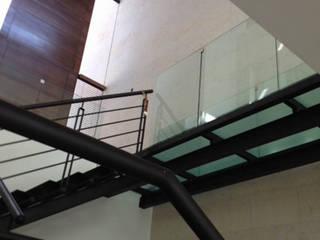 Las Lajas: Pasillos y recibidores de estilo  por Álzar