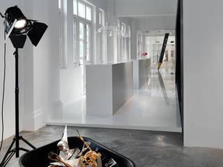 Leo Burnett Office Modern offices & stores by MinistryofDesign Modern