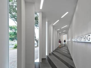 UOL Edge Gallery by MinistryofDesign Modern