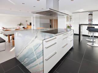 Cuisine moderne par Rossittis GmbH Moderne
