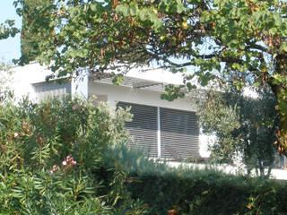 Villa Bellavista sul Lago di Garda, Bardolino: Case in stile  di melle-metzen architects