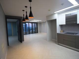 Moderne Wohnzimmer von 디자인란 Modern
