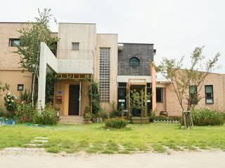 現代房屋設計點子、靈感 & 圖片 根據 규빗건축사사무소 現代風