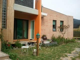 Rumah Modern Oleh 규빗건축사사무소 Modern