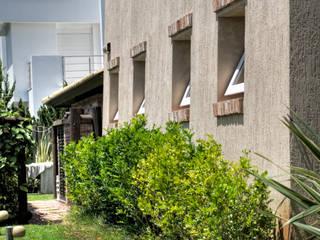 Casas de estilo  por CABRAL Arquitetos, Tropical