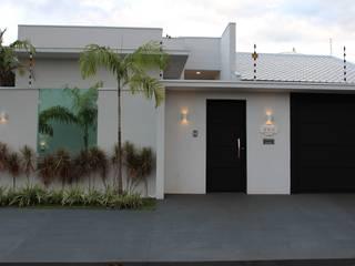 Nhà by Arquiteta Bianca Monteiro