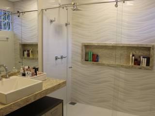 Arquiteta Bianca Monteiro Modern bathroom Ceramic White