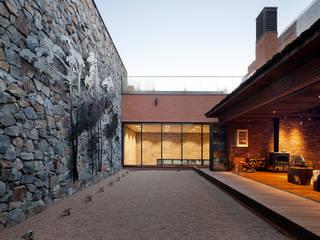 Casas modernas de 기로건설(주) Moderno
