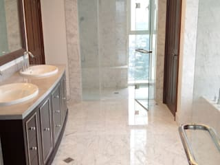 Bagno in Marmo Statuarietto: Bagno in stile in stile Moderno di Acemar