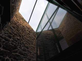 Couloir, entrée, escaliers modernes par Anxo Sánchez, arquitecto Moderne