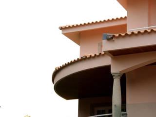 A Portuguesa...: Casas  por UrbQuality Lda