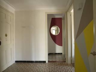 Tamarit Entrance: Pasillos y vestíbulos de estilo  de Framis Arquitectura