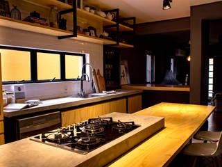 Treez Arquitetura+Engenharia Cozinhas industriais Tijolo Preto