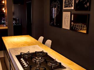 Treez Arquitetura+Engenharia Cozinhas industriais Madeira Efeito de madeira