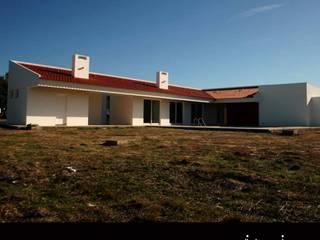 Mediterranean style houses by Linhas Simples Mediterranean