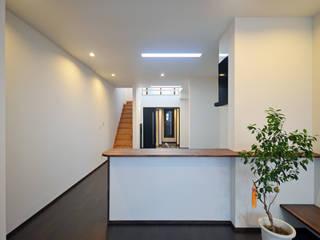 Ruang Keluarga Modern Oleh 大塚高史建築設計事務所 Modern