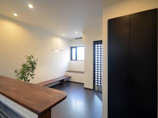 Koridor & Tangga Modern Oleh 大塚高史建築設計事務所 Modern