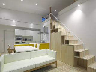 I2-house: Architect Show co.,Ltd Nabaが手掛けたリビングです。